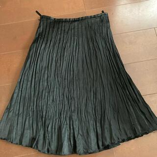 アーヴェヴェ(a.v.v)の黒プリーツスカート(ひざ丈スカート)