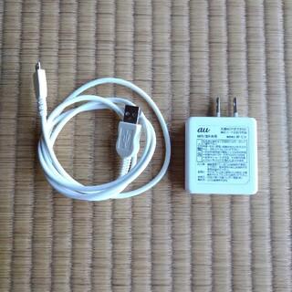 エーユー(au)のau 共通ACアダプタ03(バッテリー/充電器)