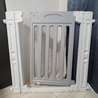 カトージ(KATOJI)のKATOJI ベビーゲート  追加フレーム付き ホワイト グレー(ベビーフェンス/ゲート)
