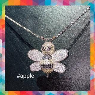【身に付けるアート】Dior×KAWS モチーフ ネックレス 蜂 bee