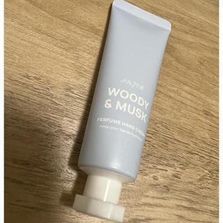 ディプティック(diptyque)の【新品未使用】JUL7ME WOODY&MUSK ハンドクリーム(ハンドクリーム)