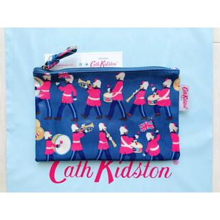 キャスキッドソン(Cath Kidston)の【新品未使用】キャスキッドソン ジップパース マーチングバンド(ポーチ)