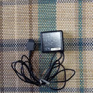 エヌティティドコモ(NTTdocomo)のドコモ FOMA ACアダプタ 02 充電器(バッテリー/充電器)