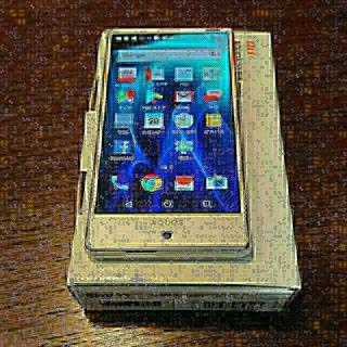 エーユー(au)のSHARP AQUOS SERIE mini SHV33 ホワイト(スマートフォン本体)