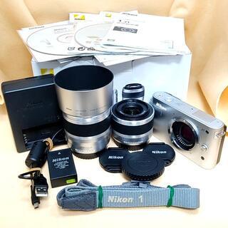 ニコン(Nikon)の【美品】ミラーレス Nikon 1 J1 ダブルズームキット シルバー(ミラーレス一眼)