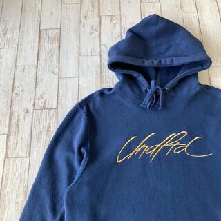 アンディフィーテッド(UNDEFEATED)のアンディフィーテッド スウェットパーカー 刺繍ロゴ フーディ 裏起毛 古着(パーカー)