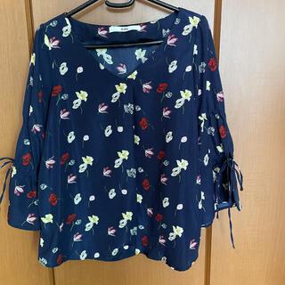 グレイル(GRL)のGRL 花柄ブラウス(Tシャツ(長袖/七分))