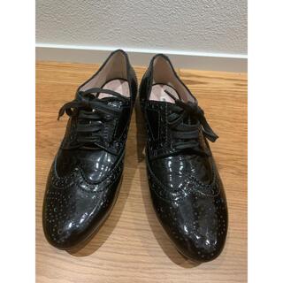 ミュウミュウ(miumiu)の【未使用】miumiu ミュウミュウ エナメル ウイングチップ ローファー 38(ローファー/革靴)