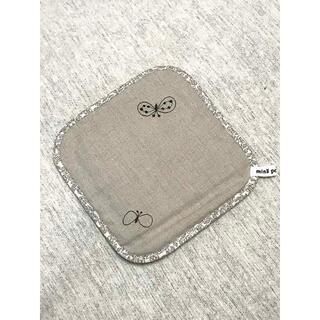 ミナペルホネン(mina perhonen)のmina perhonen 鍋敷き choucho (収納/キッチン雑貨)