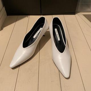 パンプス vカット ホワイト 白 未使用 新品 美品