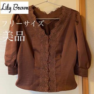 リリーブラウン(Lily Brown)のLily brown 美品 サテンフロント釦ブラウス(シャツ/ブラウス(長袖/七分))