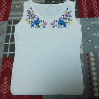 レディアゼル(REDYAZEL)のREDYAZEL ノースリーブ トップス タンクトップ 刺繍(カットソー(半袖/袖なし))