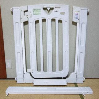 ニホンイクジ(日本育児)のスマートゲイト2 ミルキー + 拡張フレーム1本おまけ(ベビーフェンス/ゲート)