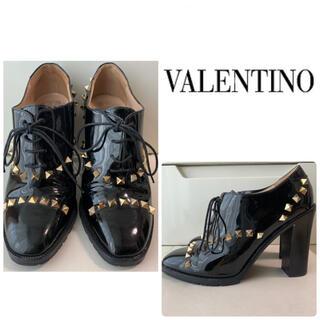 VALENTINO - VALENTINO ブラックパテント スタッズ パンプス