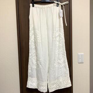 KEITA MARUYAMA TOKYO PARIS - 未使用タグ付き⭐︎ケイタマルヤマ 花柄刺繍パンツ
