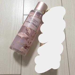 ヴィクトリアズシークレット(Victoria's Secret)のVS ベルベットペタル ラクリーム&シマーフレグランスミスト 2本セット(ボディローション/ミルク)