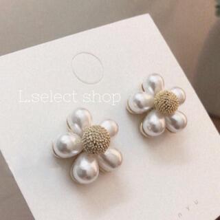 215.plump flower pierce