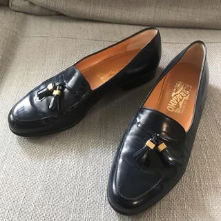 サルヴァトーレフェラガモ(Salvatore Ferragamo)のフェラガモ ローファー、フラットシューズ(ローファー/革靴)