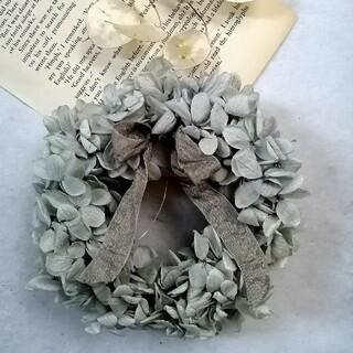 パールグレー紫陽花とリボンのミニリース(リース)