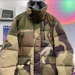 sacai - sacai X kaws カモフラージュ パデッドジャケット