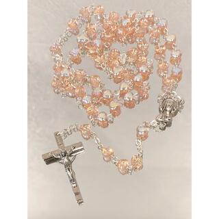 綺麗なロザリオ ●センターメダイは祈りのマリア様 ●メタリックピンク ●硝子玉(チャーム)