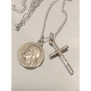 イエスキリストメダルと十字架ネックレス ●キリストメダル シルバーカラー十字架(ネックレス)