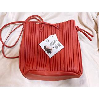 しまむら - しまむら MUMU  プリーツバッグ 赤 新品 未使用 タグ付き