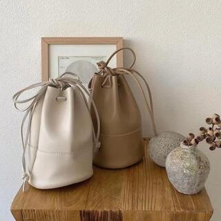 カスタネ(Kastane)のlawgy purse bag beige(ショルダーバッグ)