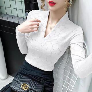 リリーブラウン(Lily Brown)のVネックレースデザイントップス(ホワイト)(カットソー(長袖/七分))