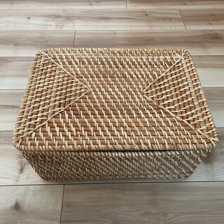 MUJI (無印良品) - 無印良品 重なるラタン長方形バスケット 中 蓋付き 収納バスケット かご