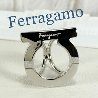 Salvatore Ferragamo - 美品 フェラガモ Ferragamo  ガンチーニ スカーフリング シルバー