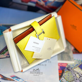 Hermes - 【正規品】最新 HERMES 美品 ✨エルメス 『べアン』コンパクト 2020年