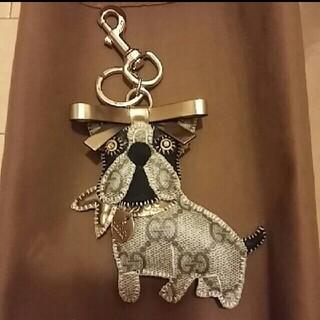 グッチ(Gucci)のグッチ キーホルダー フレンチブルドッグ GUCCI  キーリング 犬 未使用 (キーホルダー)
