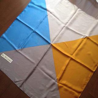 イヴサンローランボーテ(Yves Saint Laurent Beaute)の個性的イヴサンローラン フランス製シルク100%大判スカーフ校閲ガール石原さとみ(バンダナ/スカーフ)