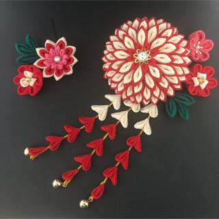 赤×ベージュ つまみ細工の髪飾り 成人式 卒業式 十三詣り 七五三 7歳