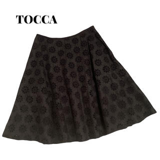 トッカ(TOCCA)のTOCCAトッカ花柄切り込み フラワーカットワークスカート Mサイズ(ひざ丈スカート)
