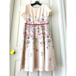 ローズティアラ(Rose Tiara)のローズティアラ ウエストリボン刺繍ワンピース新品未使用(ひざ丈ワンピース)