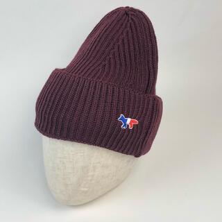 メゾンキツネ(MAISON KITSUNE')の新品 メゾンキツネ ニット帽 バーガンディ ビーニー キャップ 帽子(ニット帽/ビーニー)