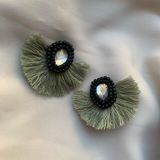 Z2 ハンドメイドピアス フリンジピアス ビーズ刺繍 淡色グリーン