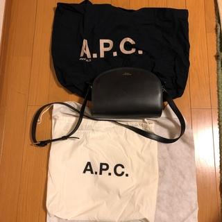 アーペーセー(A.P.C)のAPC アーペーセー ハーフムーンショルダーバッグ(ショルダーバッグ)