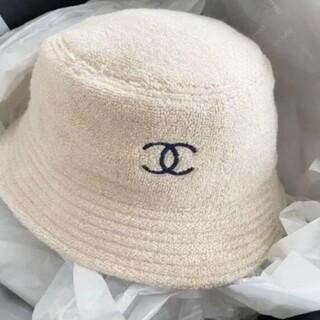 *素敵?シャネルロゴ バケットハット ベージュにネイビー  帽子 #528746