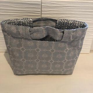 ミナペルホネン(mina perhonen)のミナペルホネン♡アネモネlight grayシャーリングbag(バッグ)