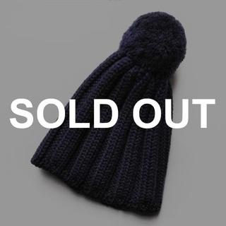 ヤエカ(YAECA)の新品 イタリア製✨ウール100% ニット帽 ビーニー ポンポン付き ネイビー(ニット帽/ビーニー)