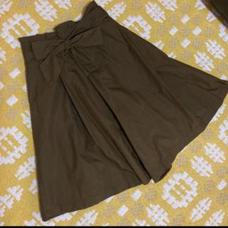 グリーンレーベルリラクシング(green label relaxing)のグレディブリリアン ボリュームスカーチョパンツ カーキ(ひざ丈スカート)