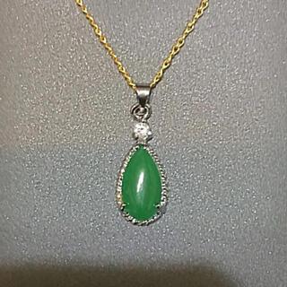 マレー翡翠 マレー玉の一粒ペンダント 美しい緑の宝石 ペンダントトップ