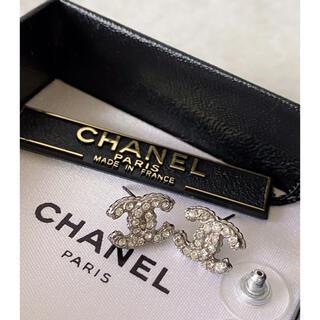 シャネル(CHANEL)のchanel シャネル ココマークピアス ラインストーン 刻印あり(ピアス)