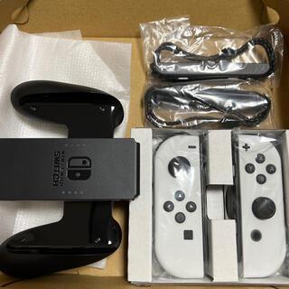 Nintendo Switch - 有機ELモデルSwitchに付属ジョイコンホワイト、ストラップ、グリップのセット