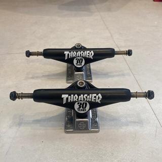 スラッシャー(THRASHER)のスラッシャー トラック 30years ほぼ新品‼️ マットブラック(スケートボード)