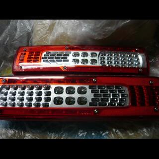 UD純正 ボルボ VIGNAL製 純正LEDテールランプ  左右セット