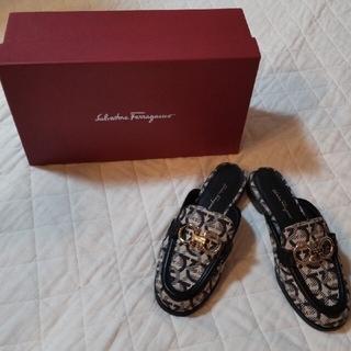サルヴァトーレフェラガモ(Salvatore Ferragamo)のフェラガモ モカシン 美品(ローファー/革靴)